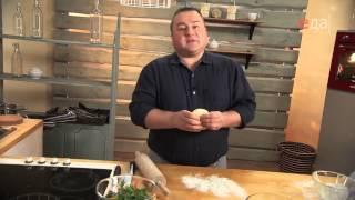 Пицца с индейкой и белыми грибами со свежим салатом