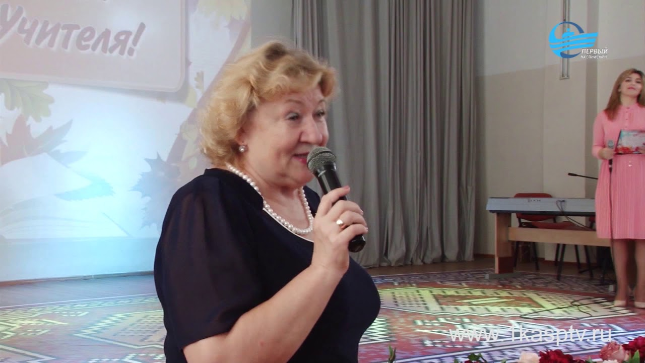 накануне дня учителя – работники сферы образования Каспийска отмечены почетными грамотами Министерства образования