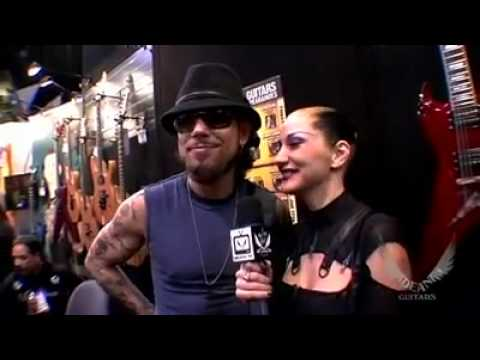 Dave Navarro teases and flirts with Metal Sanaz