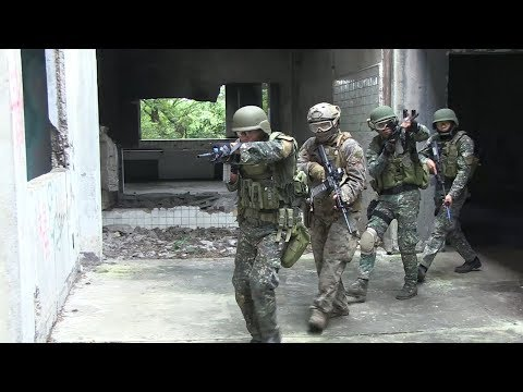 Philippine Marines and US Recon Marines Conduct Close Quarters Combat Drills