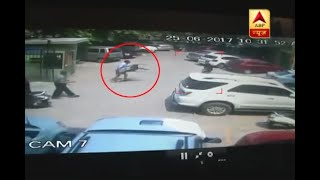 Delhi: CCTV captures how an elderly man got injured while fighting with hooligans