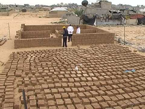 Gazans rebuild homes with mud
