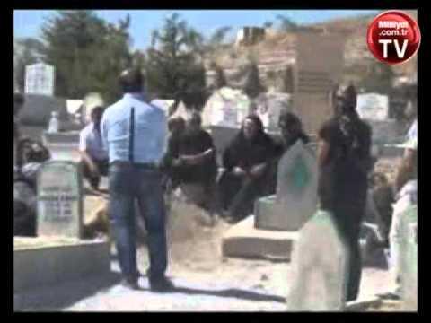 Adına türkü bestelediği eski eşi Neşet Ertaş ın mezarını ziyaret etti