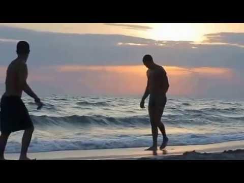 прикол на пляже ОЧЕНЬ СМЕШНО)))