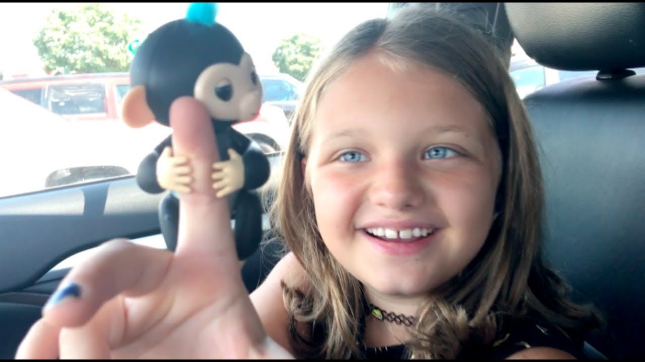 Toy Shopping At Walmart For Fingerlings Surprise BABY MONKEYS Kids Review