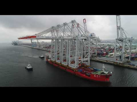 Livraison spectaculaire de quatre portiques au Port du Havre
