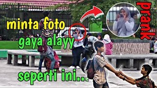 Download Video PRANK FOTO GAYA ALAY!! NGAKAK!!? MP3 3GP MP4