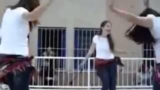 رقص بنات الثانوية العامة