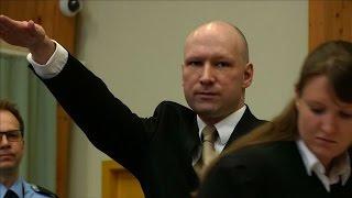 El noruego que asesinó a 77 personas se presentó con saludo nazi frente al tribunal
