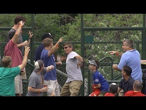 Cubs fan pulls off switcheroo to score a home run ball