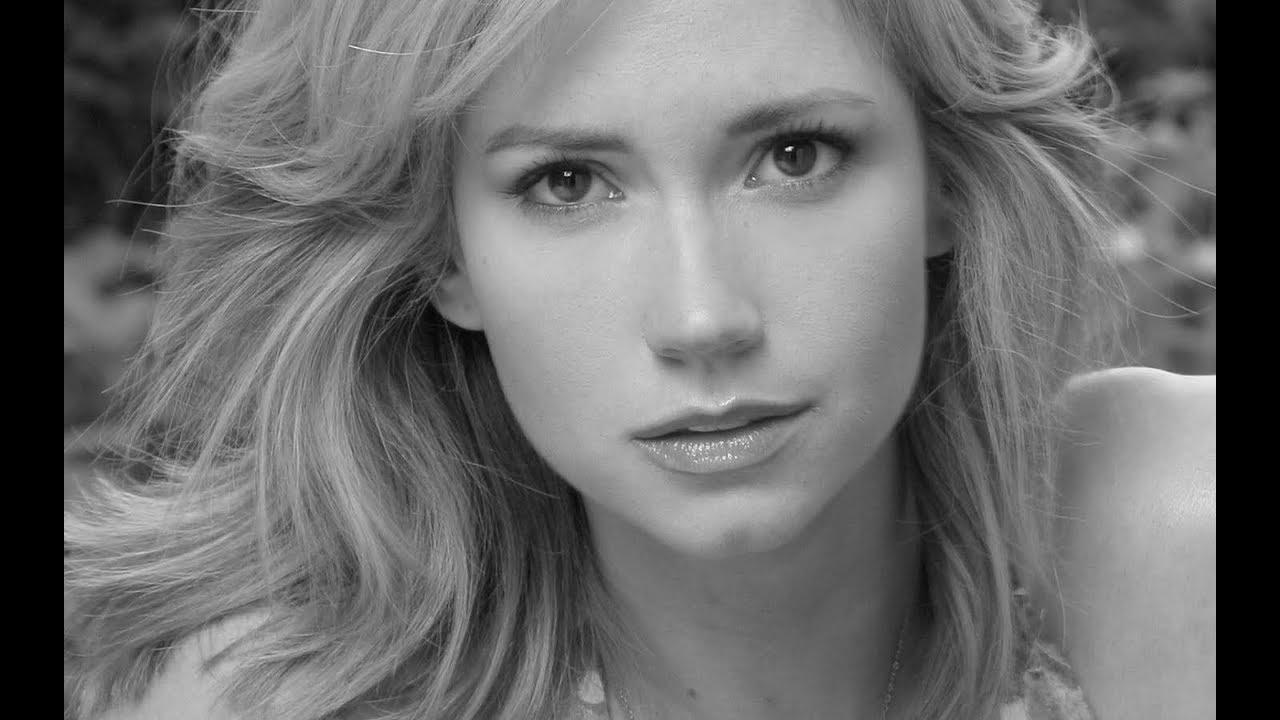 Nathalie Cox famous actors
