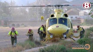 Espectacular incendio con los bomberos en acción y helicópteros del 112 .Gran despliegue en Archena
