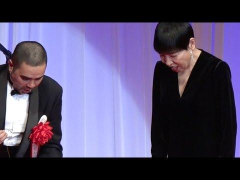 和田アキ子、ジュエリー賞での珍事にビックリ!! 『日本ジュエリーベストドレッサー賞』