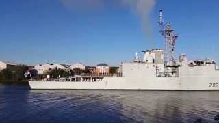 Canadian navy, 282  arrives in Glasgow on river clyde