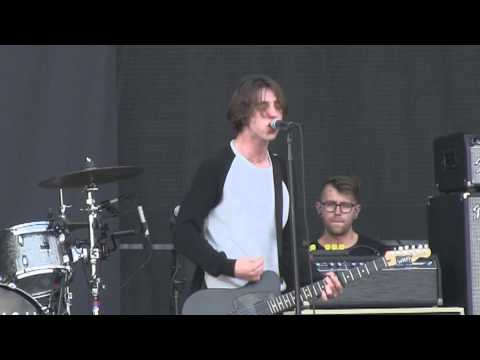 "Catfish and the Bottlemen- ""Homesick"" (1080p) Live at Lollapalooza 8-1-2015"