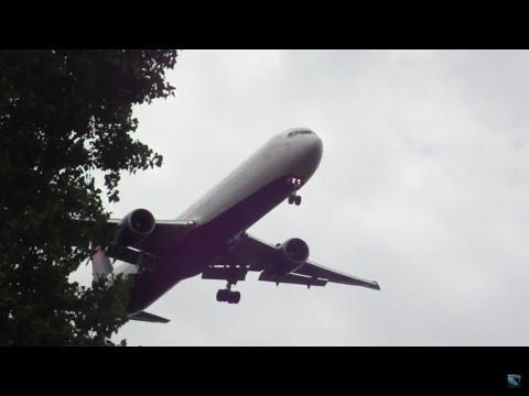 Delta 767-400 Landing Detroit Metro