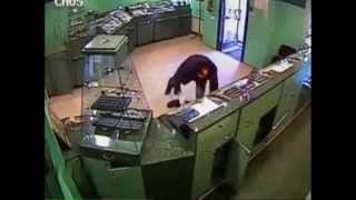 Ограбление ювелирного магазина. Жесть!!! (shop-break)