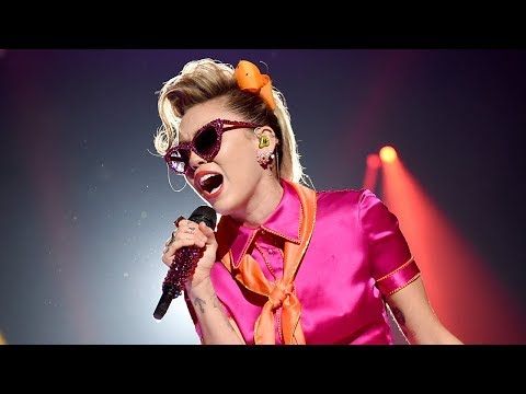 Miley Cyrus Gives RETRO