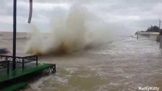 Ейск, шторм 27 июня 2014(Было объявлено штормовое предупреждение и готовность к эвакуации, были затоплены прибрежные улицы., 2014-07-03T23:34:36.000Z)