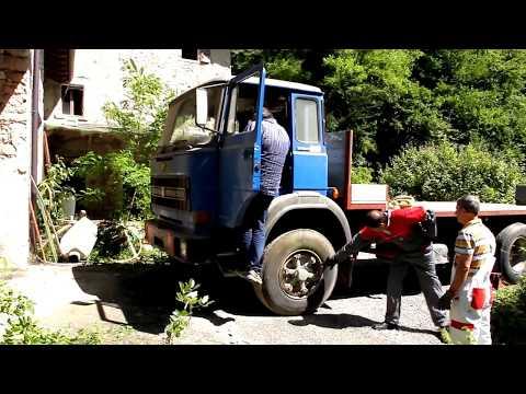 è stato recuperato un vecchio camion OM che dormiva da anni in un bunker ....