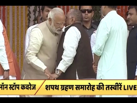 PM Modi shares warm moments with Mulayam Singh on stage at Smriti Upvan