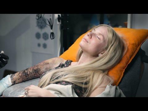 Тату для девушек: как делается татуировка рукав орнаменты, видео с сеанса