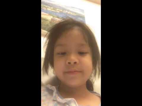 เด็กอนุบาล 3 อายุ 5 ขวบ ถ่าย Video ตัวเองพูดภาษาอังกฤษ Speaking English ตอนอยู่คนเดียว