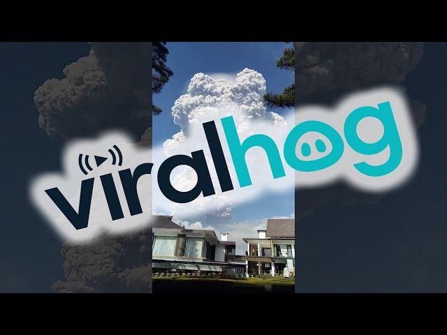 La impresionante erupción del volcán Sinabung, en Indonesia