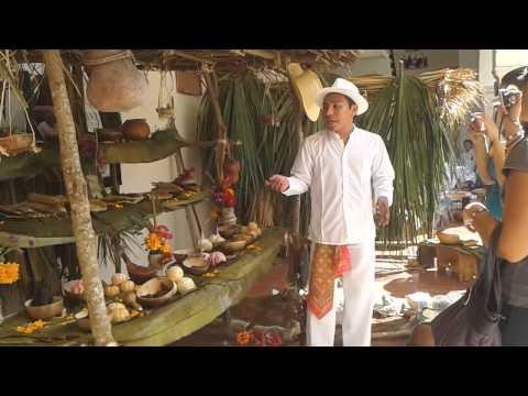 Explicación en Lengua Maya de altar de...