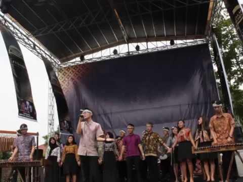 SILOKA - Mengejar Matahari (Ari Lasso) & Laskar Pelangi (Nidji) Cover live at Cirebon Batik Carnival