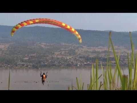 Au Laos communiste, des pionniers du sport aérien