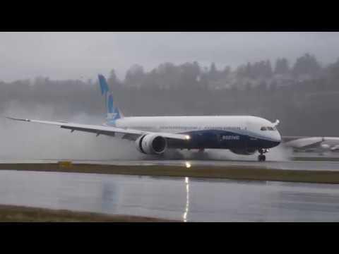 Boeing 787-10 Dreamliner landing at Boeing Field 12/30/17