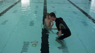Zelf leren zwemmen. Les 1: Onder water gaan