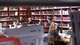 Plutselig starter bråket på biblioteket