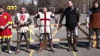 2 кадра в кругу средневековых рыцарей