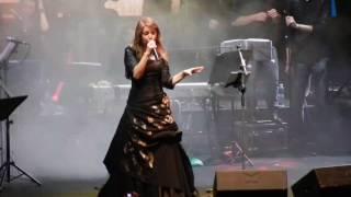 Cristina D'Avena canta ''Occhi di gatto'' ad EtnaComics 2016 #ecsei