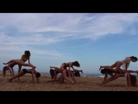 YOGA CHALLENGE en la playa!  | Cari