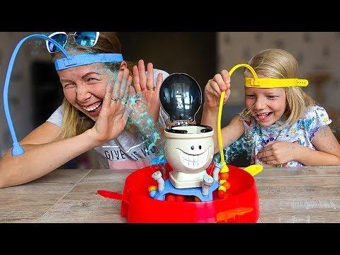 Сумасшедшие МОКРОЕ Ведро ОБЛИВАЕТСЯ ВОДОЙ! Забавный ЧЕЛЛЕНДЖ от МАМЫ и МИЛАНЫ For kids