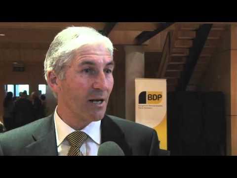 Nationalrat Hansjörg Hassler präsentiert das BDP Landwirtschaftspapier.
