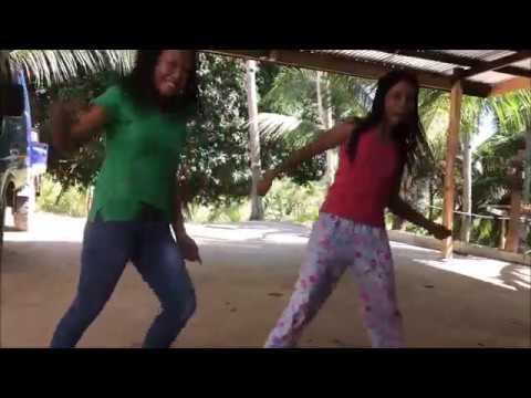 DANCE CRAZY GIRLS A  FUNNY MOMENT WITH A FOREIGNER IN THE PHILIPPINES