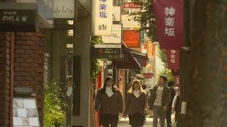 三木治(忍成修吾)は、薄暗い開店前の吉祥寺・ハモニカ横丁でうつろな...