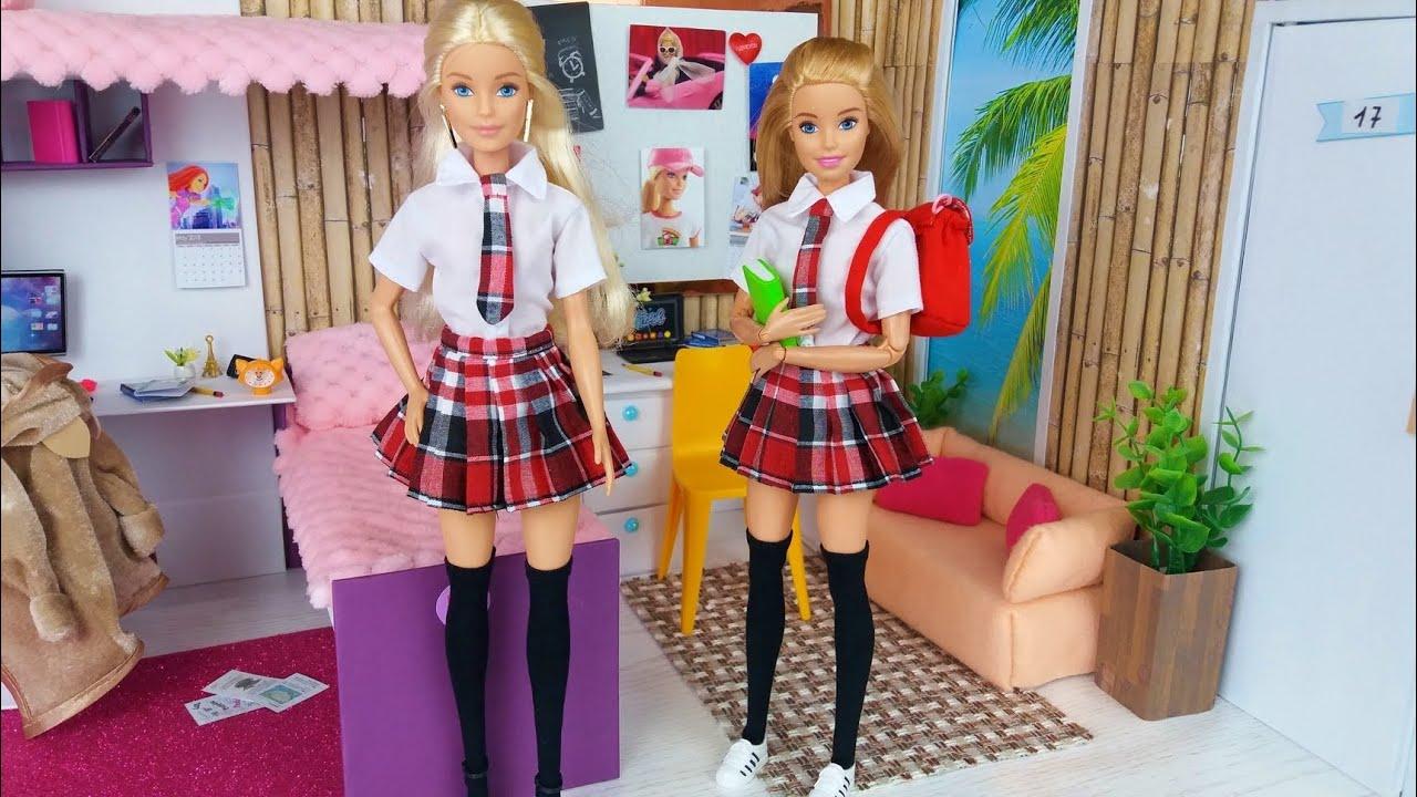 Dos muñecas Barbie Rutina de la mañana de la Escuela.Barbie perdió su uniforme escolar @Barbie