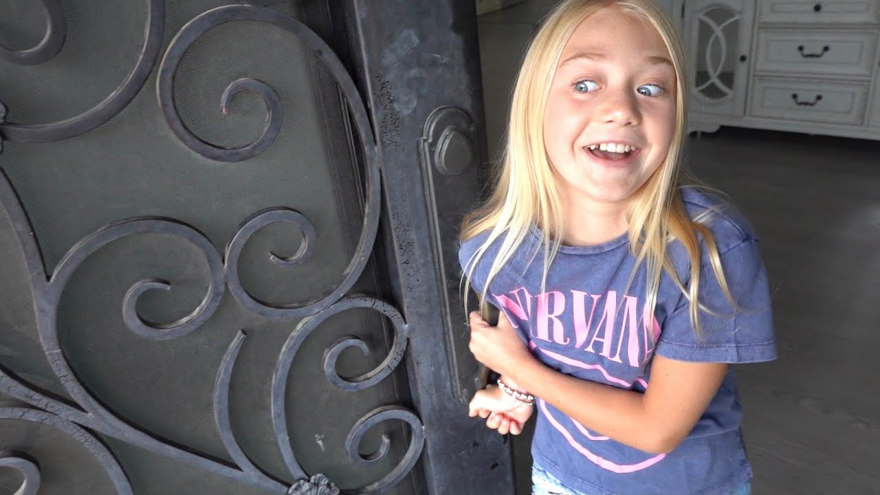 Download EVERLEIGH'S FAVORITE CELEBRITY SURPRISES HER AT OUR HOUSE!!!