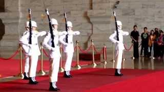 Changing of Guards - Chiang Kai-Shek Memorial Hall on Thu, 24 Oct 2013 at 11 am.