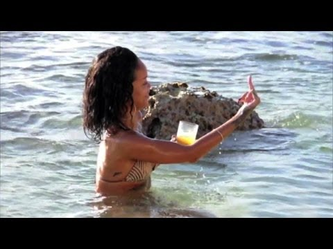 RIhanna In Bikini Shows The Middle Finger & Much More While Beach Bathing