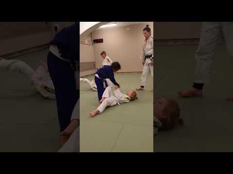 KIDS JUDO TRAINING - Technique 1 - Hip Throw