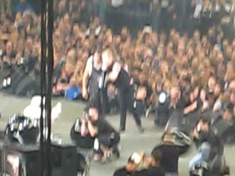 Metallica - Crowd singalong for Lars' Birthday in Oakland