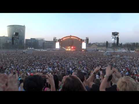 Robbie Williams - live at Krieau, Vienna 2013 - Intro + Let Me Entertain You