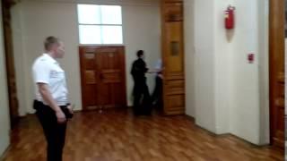 Владимира Чечина под конвоем доставили в суд