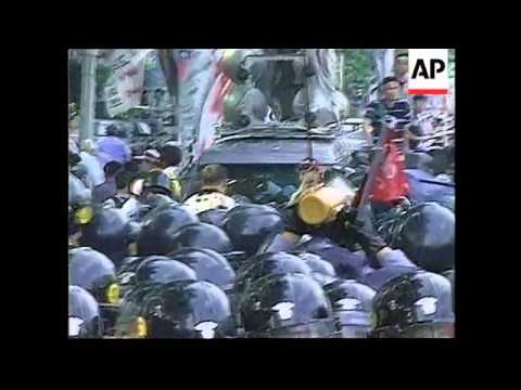 SOUTH KOREA: PROTESTERS CLASH WITH RIOT POLICE - YouTube